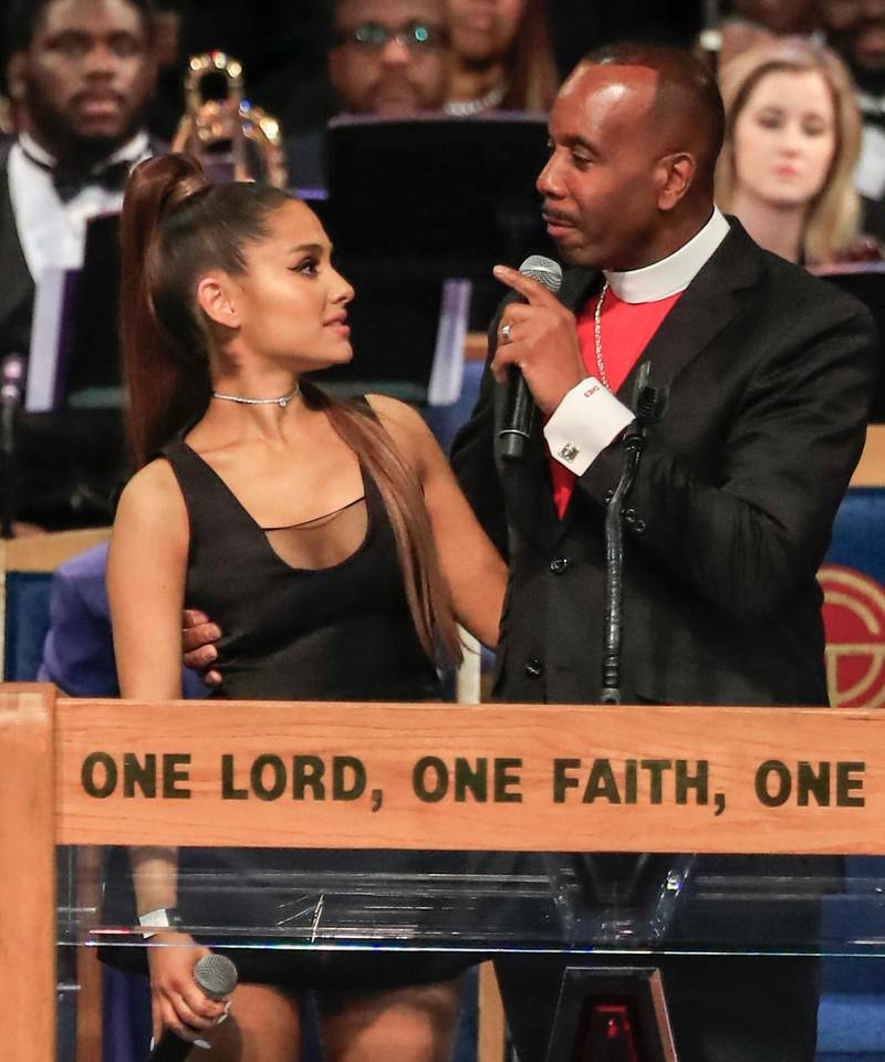 epaselect epa06990795 Bishop Charles Ellis (R) talks with US recording artist Ariana Grande (L) during the funeral service for US singer Aretha Franklin at the Greater Grace Temple in Detroit, Michigan, USA, 31 August 2018 (issued 01 September 2018). Aretha Franklin, known as the Queen of Soul for recording hits such as RESPECT, Chain of Fools and many others, died 16 August 2018 from pancreatic cancer and was buried in Woodlawn Cemetery on 31 August.  EPA-EFE/TANNEN MAURY