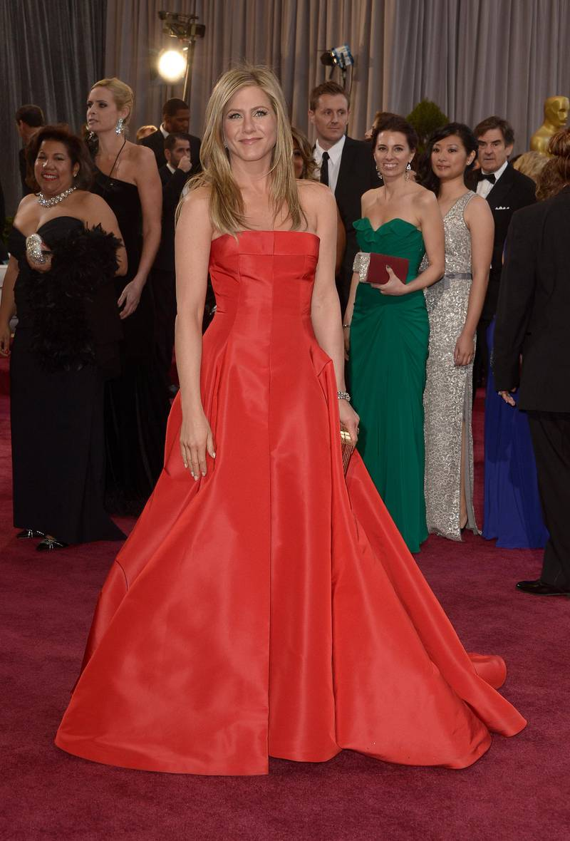 epa03599322 US actress Jennifer Aniston arrives on the red carpet for the 85th Academy Awards at the Dolby Theatre in Hollywood, California, USA, 24 February 2013. The Oscars are presented for outstanding individual or collective efforts in up to 24 categories in filmmaking.  EPA/PAUL BUCK