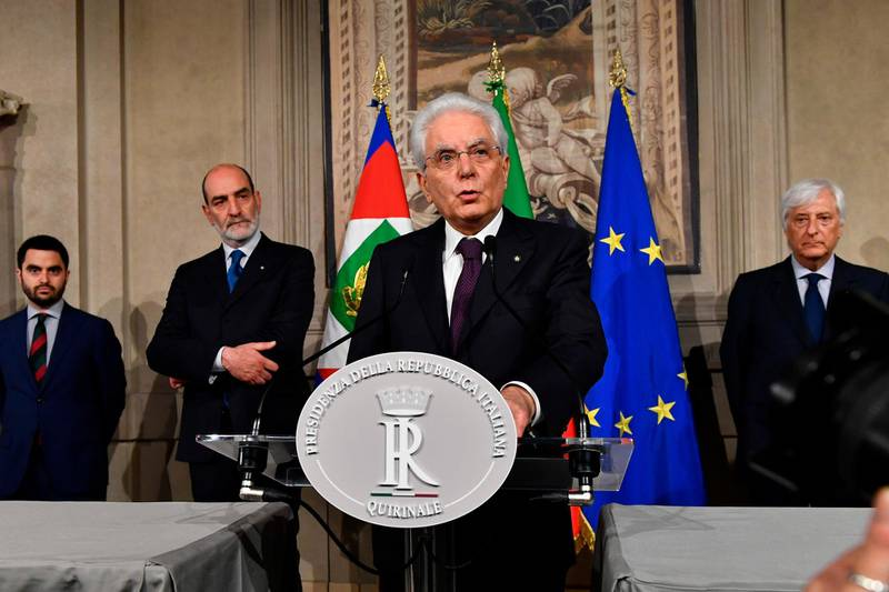 """TOPSHOT - Italy's President Sergio Mattarella addresses journalists after a meeting with Italy's prime ministerial candidate Giuseppe Conte on May 27, 2018 at the Quirinale presidential palace in Rome. Italy's prime ministerial candidate Giuseppe Conte gave up his mandate to form a government after talks with the president over his cabinet collapsed. """"I have given up my mandate to form the government of change. I thank the president of the republic for having given me the mandate on May 23. I thank the two political forces Luigi Di Miao for the Five Star and Matteo Salvini from the League for having put me up as a candidate,"""" said Conte to reporters after leaving a failed summit with president Sergio Mattarella today. / AFP / Vincenzo PINTO"""
