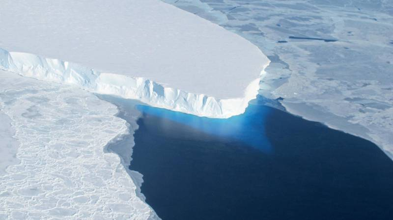 """This undated photo courtesy of NASA shows Thwaites Glacier in Western Antarctica.   A major ice sheet in western Antarctica is melting, and its collapse is predicted to raise global sea level nearly two feet (61 centimeters), scientists said May 12, 2014. Theories of the ice sheet's impending doom have been circulating for some time, and a study in the journal Science said the process is now expected to take between 200 and 1,000 years. The thinning of the ice is likely related to global warming, said the study which was funded by NASA and the National Science Foundation. Airborne radar measurements of the West Antarctic ice sheet allowed scientists to map the underlying bedrock of Thwaites Glacier. AFP PHOTO/NASA/HANDOUT  = RESTRICTED TO EDITORIAL USE - MANDATORY CREDIT """"AFP PHOTO / NASA / HANDOUT"""" - NO MARKETING NO ADVERTISING CAMPAIGNS - NO A LA CARTE SALES/DISTRIBUTED AS A SERVICE TO CLIENTS =       / AFP PHOTO / NASA / HANDOUT"""