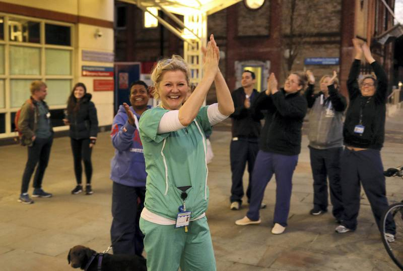 NHS workers applaud on the streets outside Chelsea and Westminster Hospital during the Clap for our Carers campaign in support of the NHS as the spread of the coronavirus disease (COVID-19) continues, London, Britain, April 2, 2020. REUTERS/Kevin Coombs     TPX IMAGES OF THE DAY