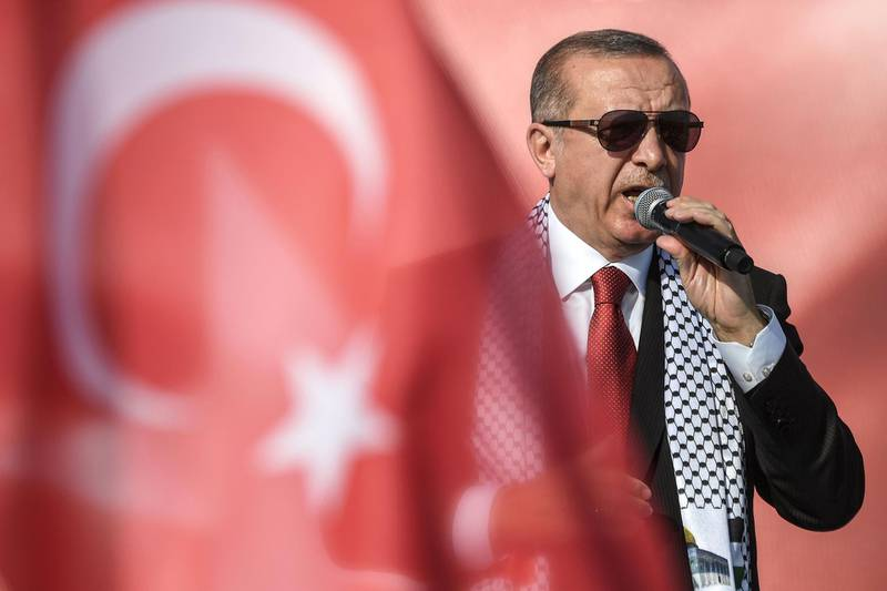 Turkish President Recep Tayyip Erdogan addresses a protest rally in Istanbul on May 18, 2018,  against the recent killings of Palestinian protesters on the Gaza-Israel border and the US embassy move to Jerusalem.   / AFP / OZAN KOSE