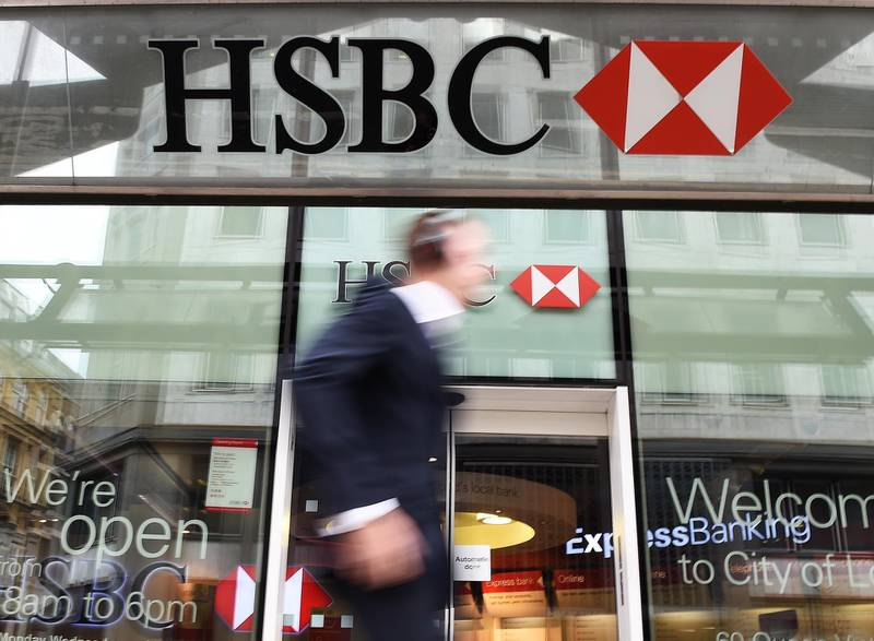 epa09031091 A pedestrian walking past a HSBC bank branch in London, Britain, 09 June 2015, reissued 03 May 2019 (reissued 22 February 2021). HSBC Holdings plc will publish its 2020 annual results on 23 February 2021.  EPA/ANDY RAIN *** Local Caption *** 55164708