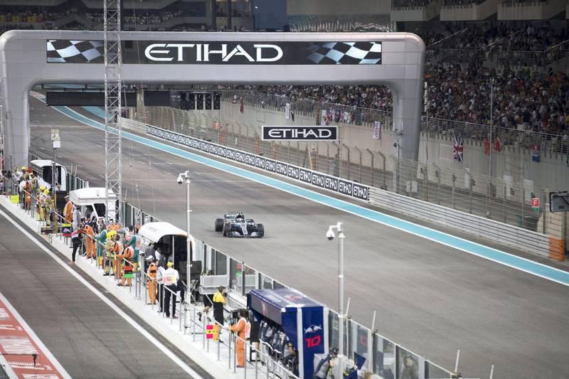 YAS ISLAND, ABU DHABI, UNITED ARAB EMIRATES -November 26, 2017: The final race of the Formula 1 Etihad Airways Abu Dhabi Grand Prix.  (  Boris Dejanovic for the Crown Prince Court - Abu Dhabi  ) ---
