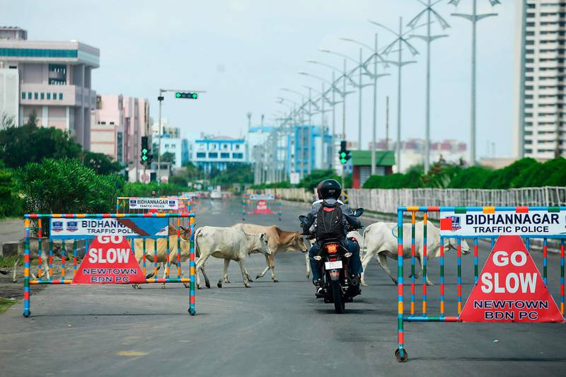 A commuter drives along a deserted road during a day-long state-imposed lockdown as a preventive measure against the Covid-19 coronavirus, in Kolkata on September 11, 2020.   India overtook Brazil on September 7 as the country with the second highest number of confirmed coronavirus cases, even as key metro train lines re-opened as part of efforts to boost the South Asian nation's battered economy. / AFP / Dibyangshu SARKAR