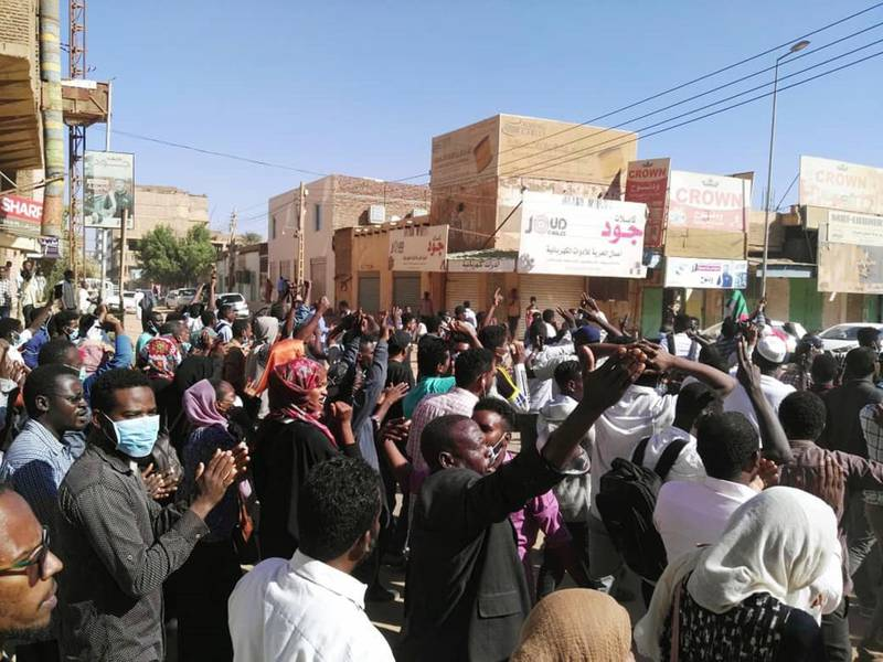 Sudanese protesters chant slogans during an anti-government demonstration in the capital Khartoum on January 6, 2018. Deadly anti-government rallies have rocked cities including Khartoum since December 19, when protests first broke out over a government decision to raise the price of bread. / AFP / -