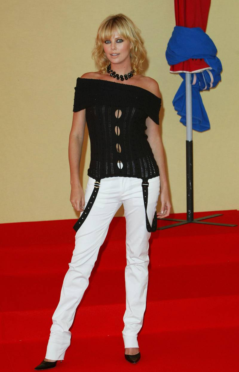 """DEAUVILLE, FRANCE - SEPTEMBER 12:  Actress Charlize Theron attends the photocall for """"The Italian Job"""" at the 29th American Film Festival of Deauville on September 12 2003 in Deauville, France. (Photo by Steve Finn/Getty Images)"""