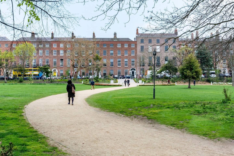 2CAANK6 Merrion Square in Dublin Ireland