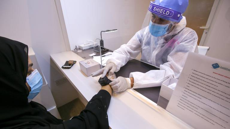 An image that illustrates this article Abu Dhabi drops need for wristband trackers for arriving passengers