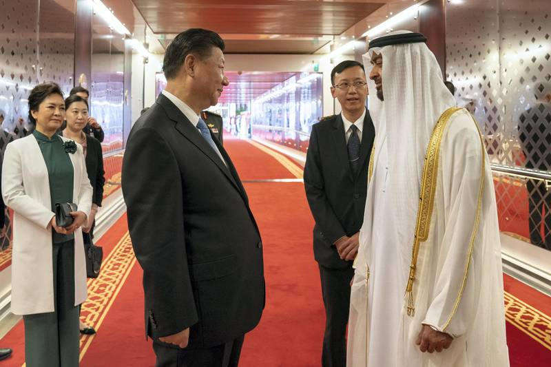 ABU DHABI, UNITED ARAB EMIRATES - July 21, 2018: HH Sheikh Mohamed bin Zayed Al Nahyan, Crown Prince of Abu Dhabi and Deputy Supreme Commander of the UAE Armed Forces (R) bids farewell to HE Xi Jinping, President of China (L), at the Presidential Airport. Seen with Peng Liyuan, First Lady of China (L).  ( Mohamed Al Hammadi / Crown Prince Court - Abu Dhabi ) ---