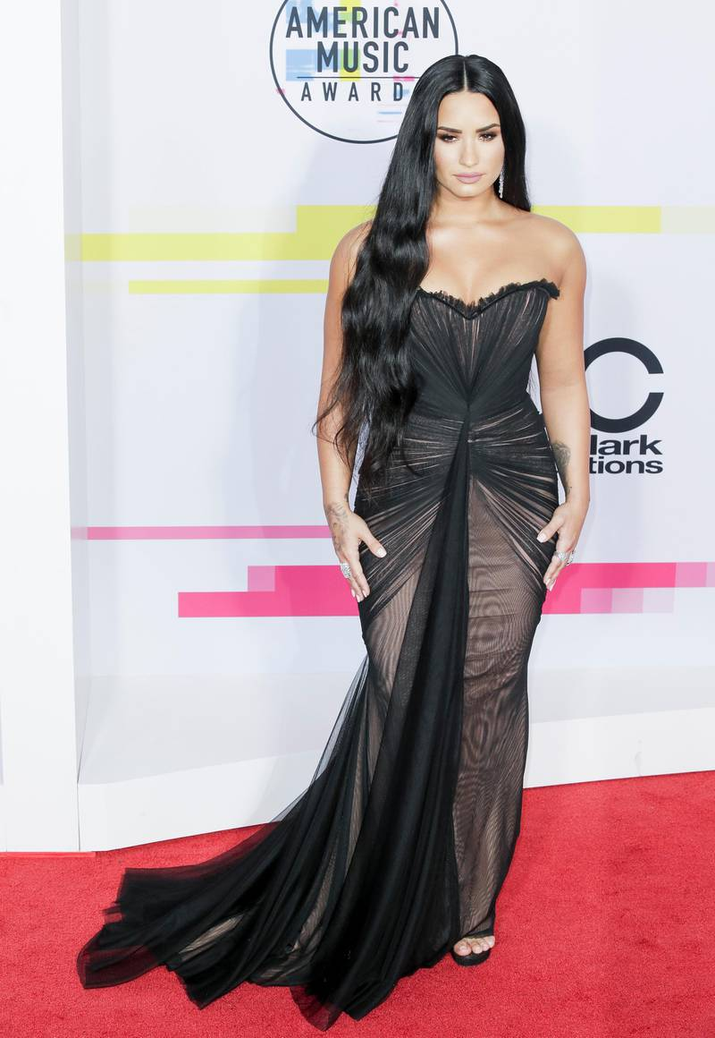 epa06339582 US singer Demi Lovato arrives for the 2017 American Music Awards (AMAs) at the Microsoft Theater in Los Angeles, California, USA, 19 November 2017.  EPA-EFE/MIKE NELSON