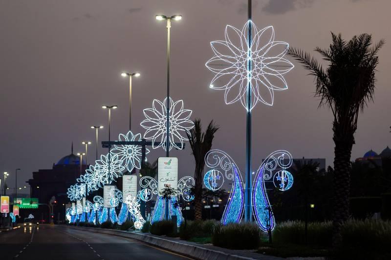 Abu Dhabi, United Arab Emirates - Reporter: N/A: Ramadan. Ramadan decorations on the corniche at sunset. Monday, April 27th, 2020. Abu Dhabi. Chris Whiteoak / The National