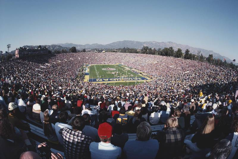 General view from the spectators in the grandstands of the NCAA Division I-A  college football game between the Michigan Wolverines and UCLA Bruins at the 69th Rose Bowl Game on 1 January 1983 at the Rose Bowl stadium in Pasadena, California, United States. UCLA won 24-14. (Photo by Tony Duffy/Getty Images)Einschränkungen *** Local Caption ***