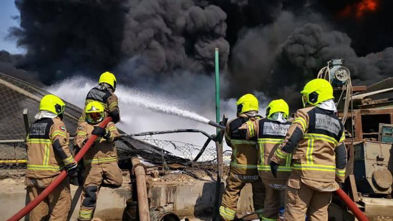 An image that illustrates this article Dubai fire crews tackle blaze in industrial oil plant