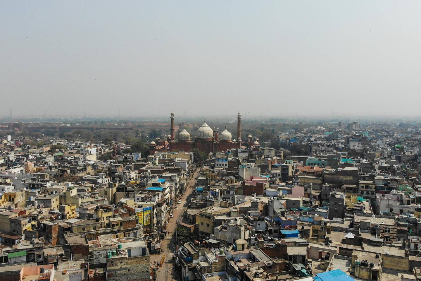 This aerial picture taken on March 22, 2020, shows a deserted road near the Jama Masjid mosque during a one-day nationwide Janata (civil) curfew imposed as a preventive measure against the COVID-19 coronavirus in the old quarters of New Delhi. - Nearly one billion people around the world were confined to their homes, as the coronavirus death toll crossed 13,000 and factories were shut in worst-hit Italy after another single-day fatalities record. (Photo by Jewel SAMAD / AFP)