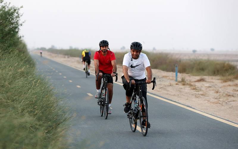 DUBAI , UNITED ARAB EMIRATES , SEP 28  ��� 2017 :- Cyclists doing cycling on Al Qudra cycle track as weather is becoming cool in Dubai.  ( Pawan Singh / The National ) For Weekend