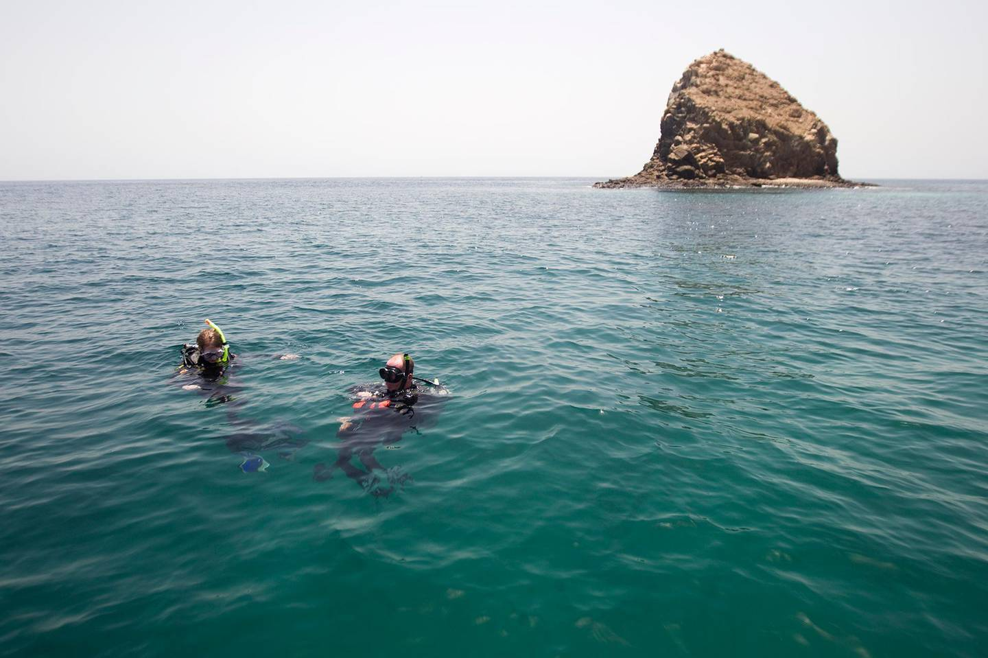 Fujairah, May 20, 2012 --  Divers prepare their equipment before submerging for an open water dive at Dibba Rock in Fujairah, May 20, 2012. (Photo by: Sarah Dea/The National) FOR weathering it summer series story by Zaineb