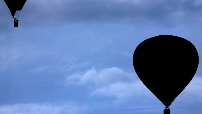 An image that illustrates this article Man falls to death from hot-air balloon in Israel
