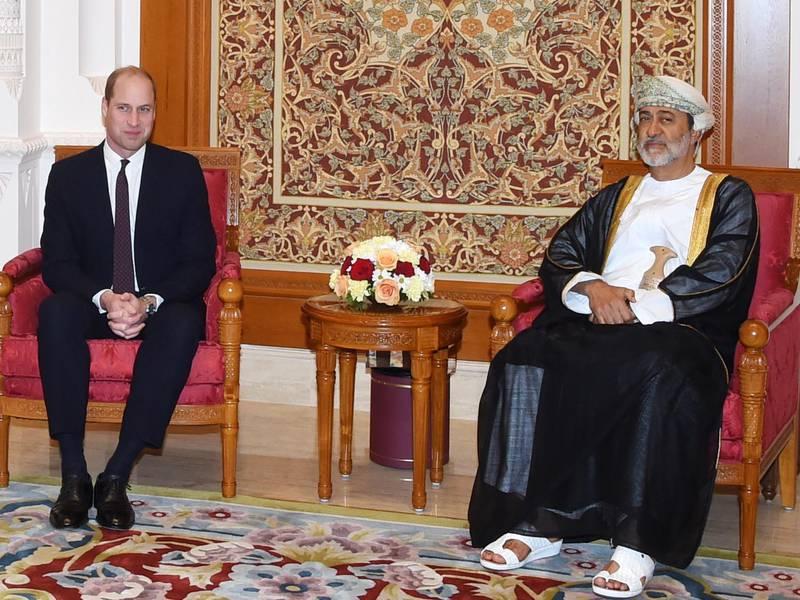 epa08041946 Omani Minister of Heritage and Culture Sayyid Haitham bin Tariq Al Said (R) receives Britain's Prince William, Duke of Cambridge (L) upon arrival in Muscat, Oman, 03 December 2019.  EPA/STRINGER