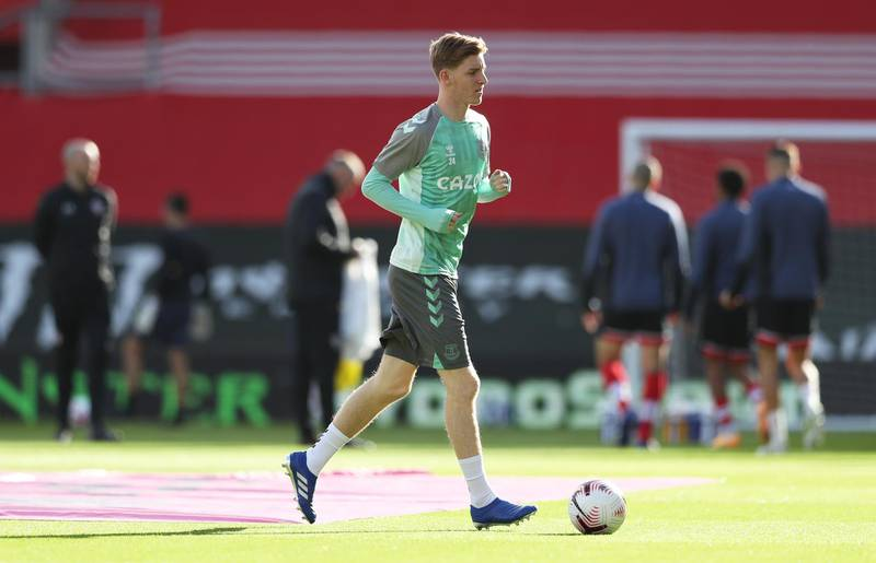 SOUTHAMPTON, ENGLAND - OCTOBER 25: Anthony Gordon of Everton warms up prior to the Premier League match between Southampton and Everton at St Mary's Stadium on October 25, 2020 in Southampton, England. Sporting stadiums around the UK remain under strict restrictions due to the Coronavirus Pandemic as Government social distancing laws prohibit fans inside venues resulting in games being played behind closed doors. (Photo by Naomi Baker/Getty Images)