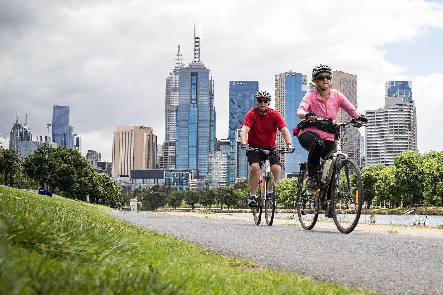 MELBOURNE, AUSTRALIA - NOVEMBER 19: People enjoy riding bicycles along the Yarra River on November 19, 2020 in Melbourne, Australia. Victoria has recorded 20 consecutive days without a new coronavirus case. Lockdown restrictions in Melbourne were lifted on 28 October, after strict measures were imposed on 2 August 2020 following a second wave of COVID-19 cases in the community. (Photo by Darrian Traynor/Getty Images)