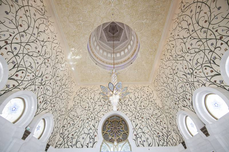 Abu Dhabi, United Arab Emirates. September 29, 2015///British architectural designer Kevin Dean, discussing his work throughout the The Grand Mosque. Abu Dhabi, United Arab Emirates. Mona Al Marzooqi/ The National Reporter: Anam RizviSection: National  *** Local Caption ***  150929-MM-KevinDean-008.JPG