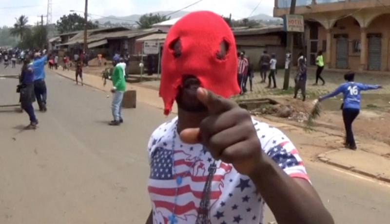 A still image taken from a video shot on October 1, 2017, shows an unidentified masked independence protester gesturing along a street in the English-speaking city of Bamenda, Cameroon. REUTERS/via Reuters TV