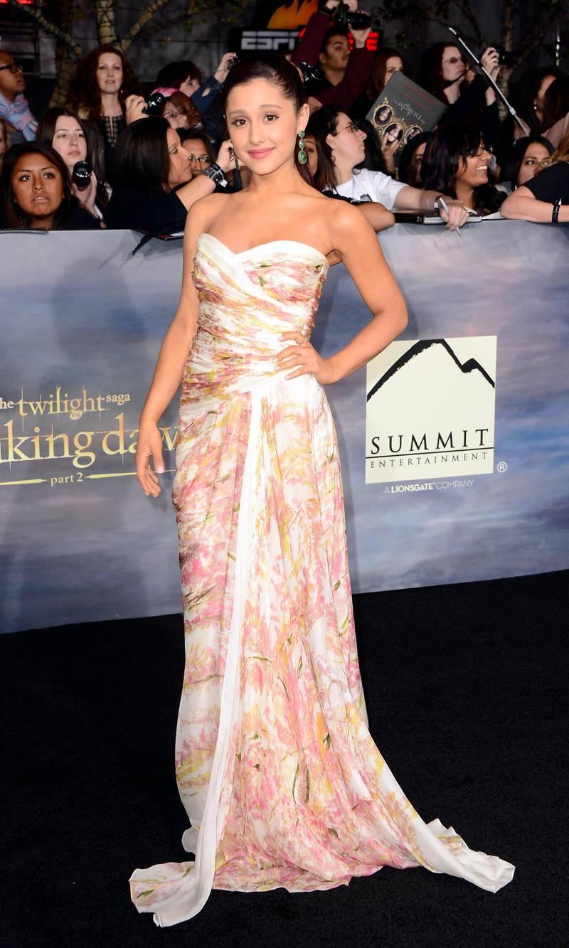 epa03468949 US actress Ariana Grande arrives for the world premiere of 'The Twilight Saga: Breaking Dawn - Part 2' in Los Angeles, California, USA, 12 November 2012.  EPA/PAUL BUCK