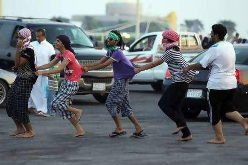 Saudi youth celebrate the country's National Day in Dammam 350 km (217 mi) east of the capital Riyadh September 23, 2010.  REUTERS/Fahad Shadeed (SAUDI ARABIA - Tags: SOCIETY ANNIVERSARY) *** Local Caption ***  SIN384_SAUDI_0923_11.JPG