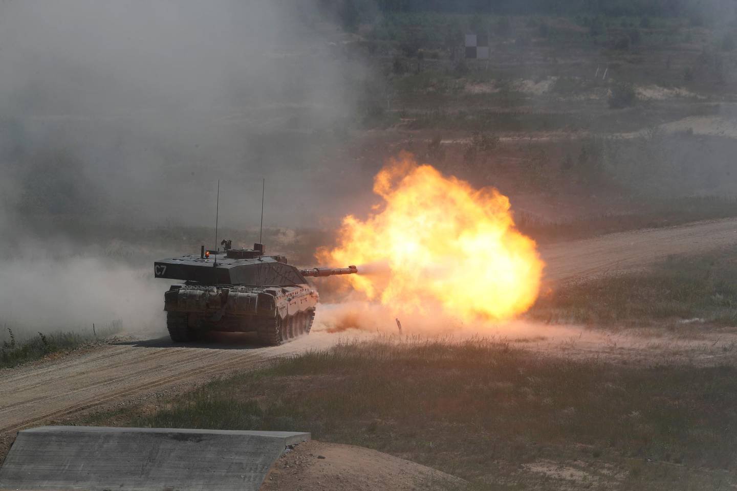 British Army Challenger tank of the NATO enhanced Forward Presence battle group based in Estonia, fires during certification field tactical exercise in Adazi, Latvia June 18, 2020. REUTERS/Ints Kalnins