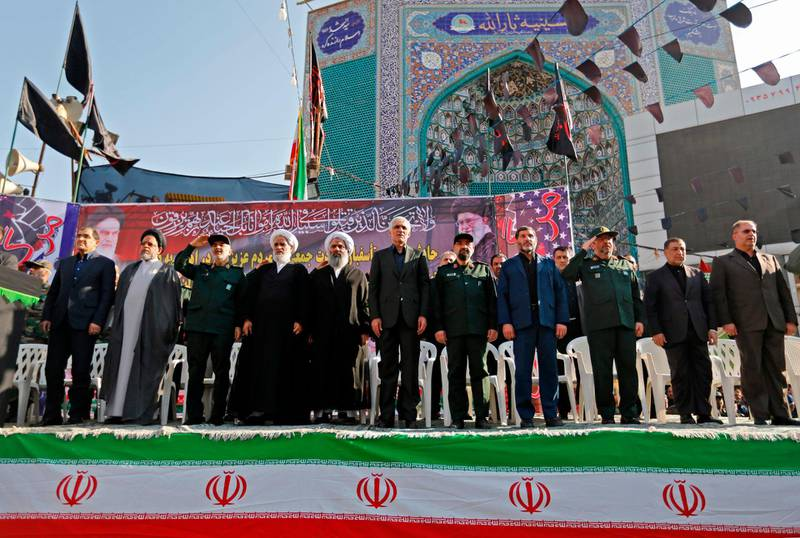 CORRECTION / Iranian military officials and clerics attend a mass funeral for the victims of those killed during an attack on a military parade on the weekend, in the southwestern Iranian city of Ahvaz on September 24, 2018. Thousands of people gathered today morning in Ahvaz for the funeral of those killed during an attack on a military parade in the city on September 22. / AFP / ATTA KENARE