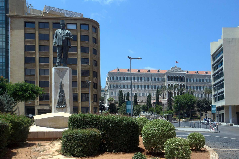 PWAH2R Riad el-Solh statue in Beirut Historical center. Alamy