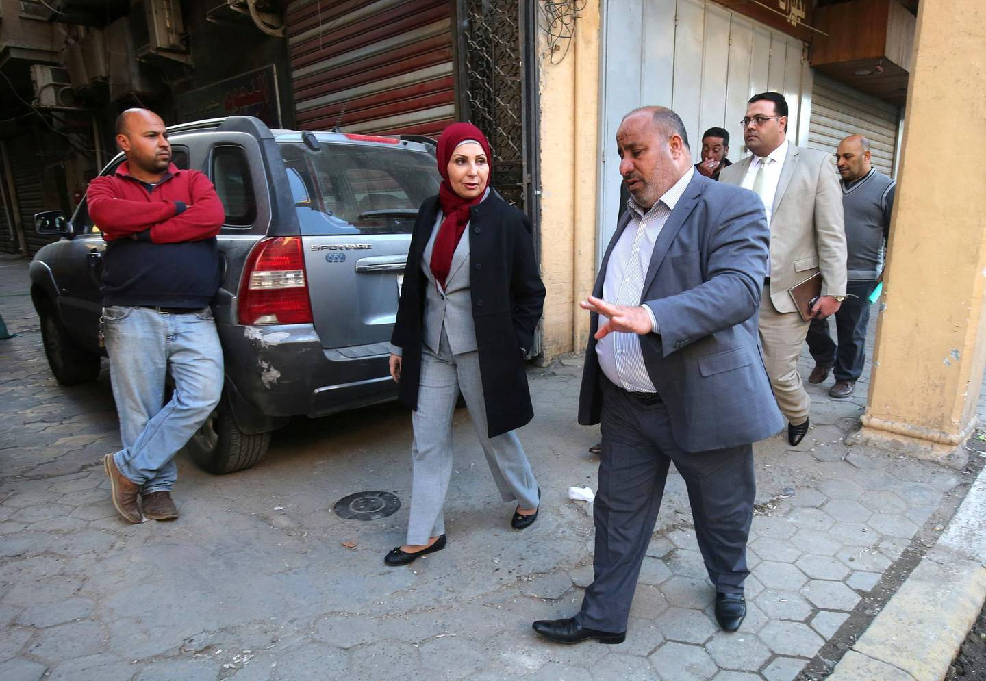 Baghdad Mayor Thikra Alwash, 60-year-old civil engineer and only woman mayor of a Middle East capital, speaks to civilians during a tour at al-Rashid street in the Iraqi capital on January 29, 2018. Thikra wants to revive her war-torn city, fix its decrepit infrastructure and twin it with Paris -- another female-led metropolis. / AFP PHOTO / AHMAD AL-RUBAYE
