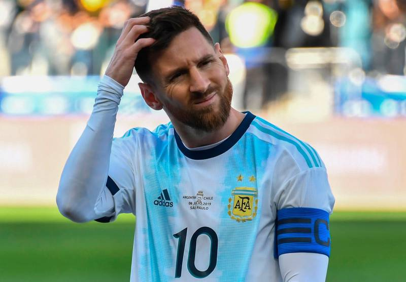 TOPSHOT - Argentina's Lionel Messi gestures during the Copa America football tournament third-place match against Chile at the Corinthians Arena in Sao Paulo, Brazil, on July 6, 2019. / AFP / Nelson ALMEIDA