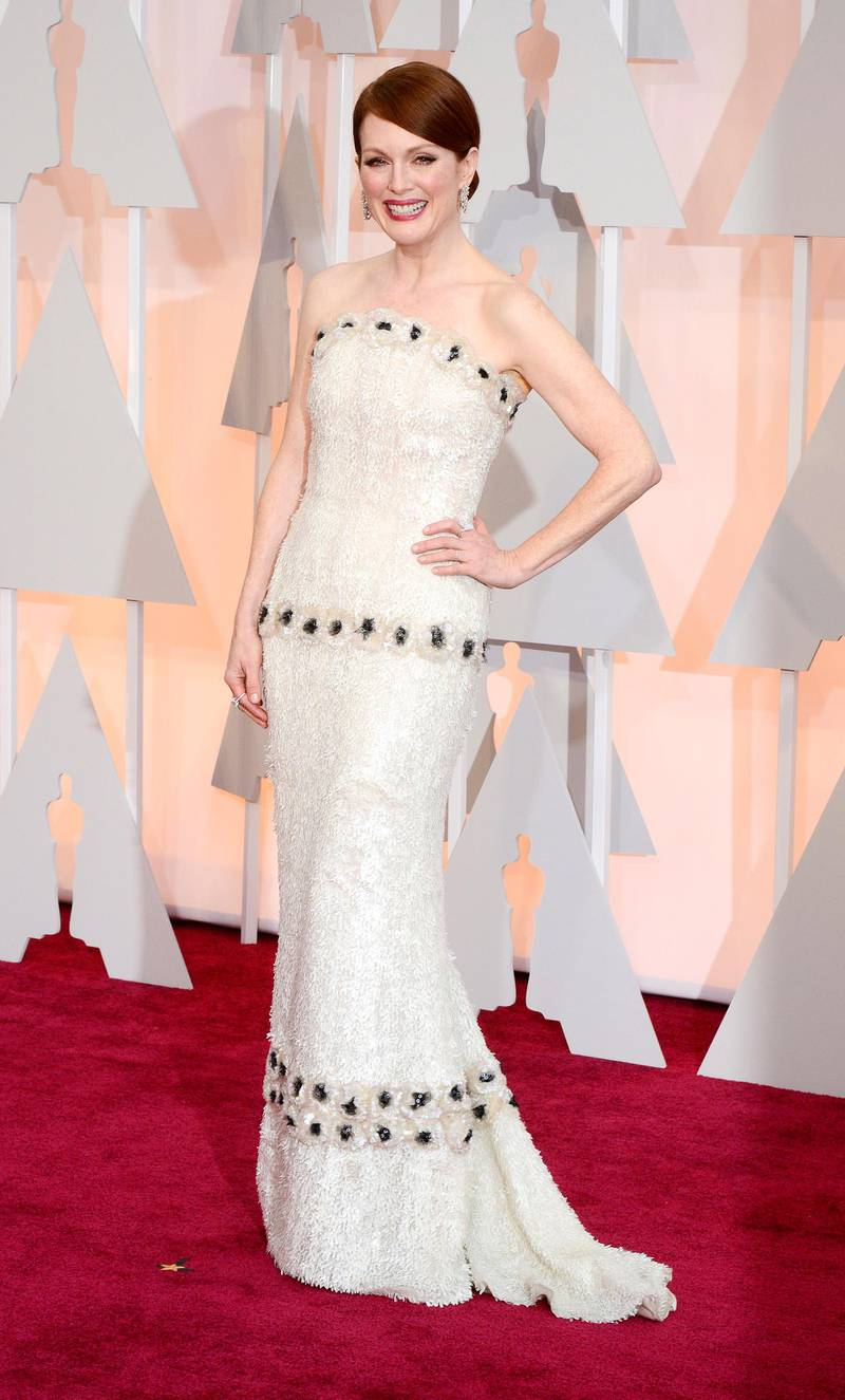 epaselect epa04632871 Julianne Moore arrives for the 87th annual Academy Awards ceremony at the Dolby Theatre in Hollywood, California, USA, 22 February 2015. The Oscars are presented for outstanding individual or collective efforts in 24 categories in filmmaking.  EPA/MIKE NELSON