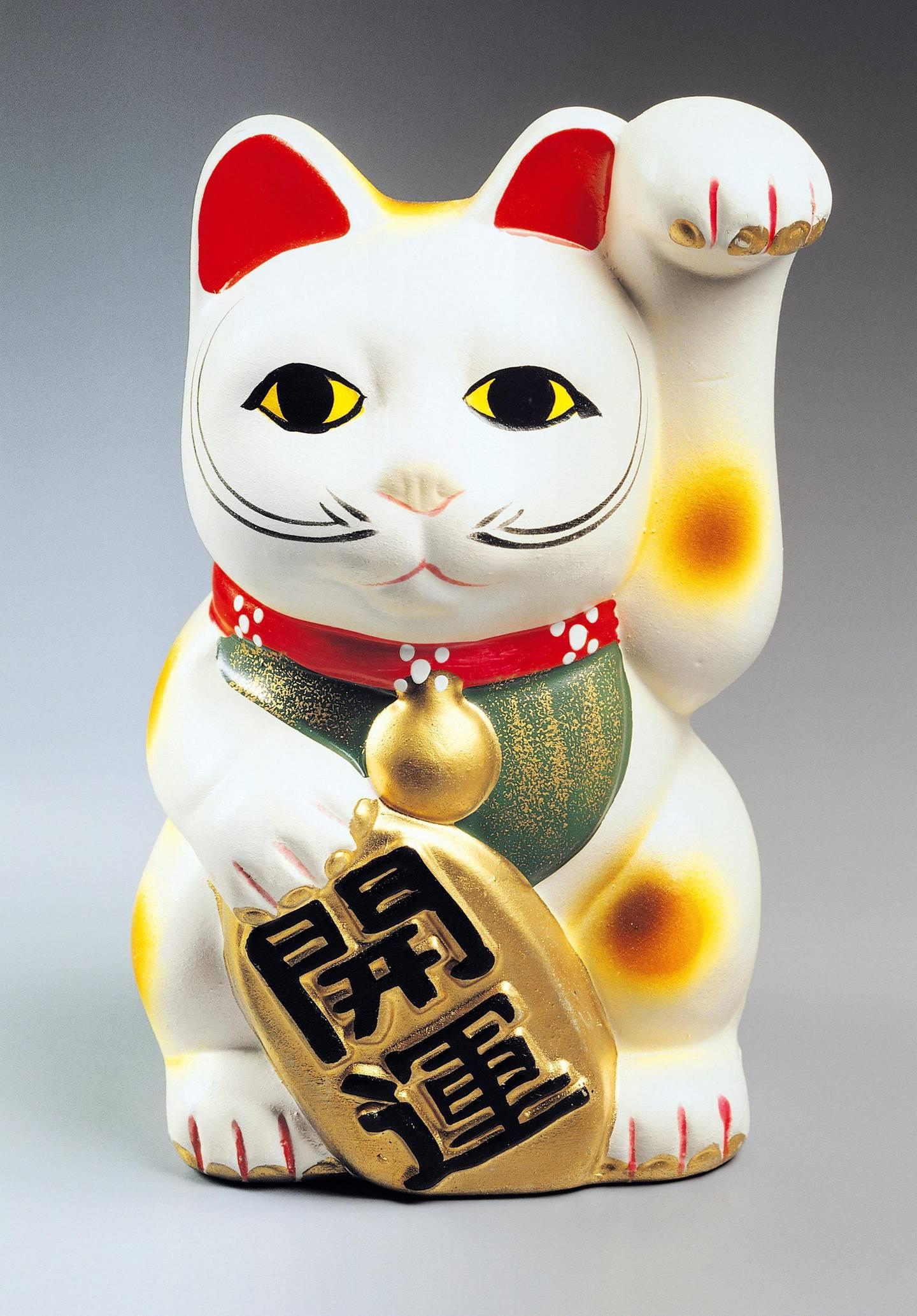 JAPAN - OCTOBER 13: Maneki neko, cat-shaped porcelain sculpture, a common Japanese talisman. Japan, 20th century. (Photo by DeAgostini/Getty Images)