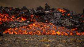 Lava flow forces sightseers to flee Iceland volcano