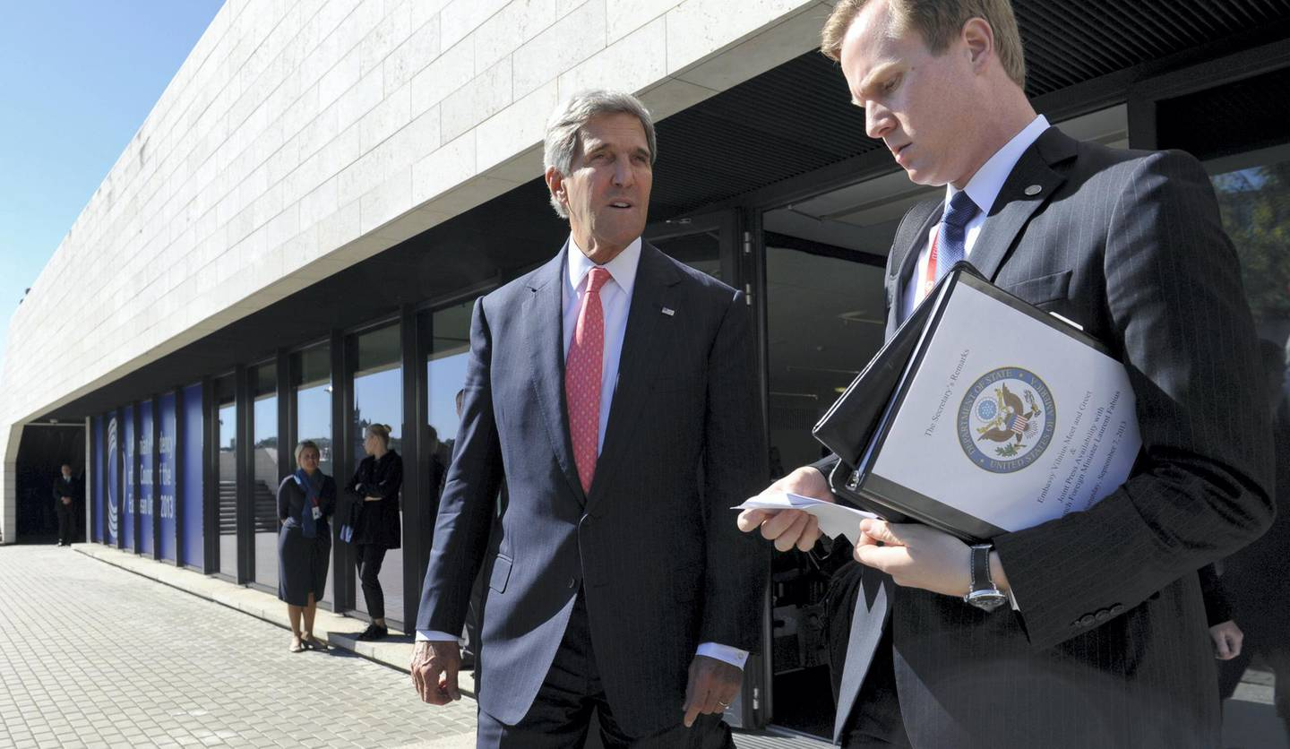 US Secretary of State John Kerry (C) accompanied by aide Jason Meininger leaves a meeting with European Union Ministers of Foreign Affairs at the National Gallery of Art in Vilnius, Lithuania, on September 7, 2013.  Kerry traveled to Europe to court international support for a possible strike on the Syrian regime for its alleged use of chemical weapons while making calls back home to lobby Congress where the action faces an uphill battle.   AFP PHOTO / POOL/ SUSAN WALSH (Photo by SUSAN WALSH / POOL / AFP)
