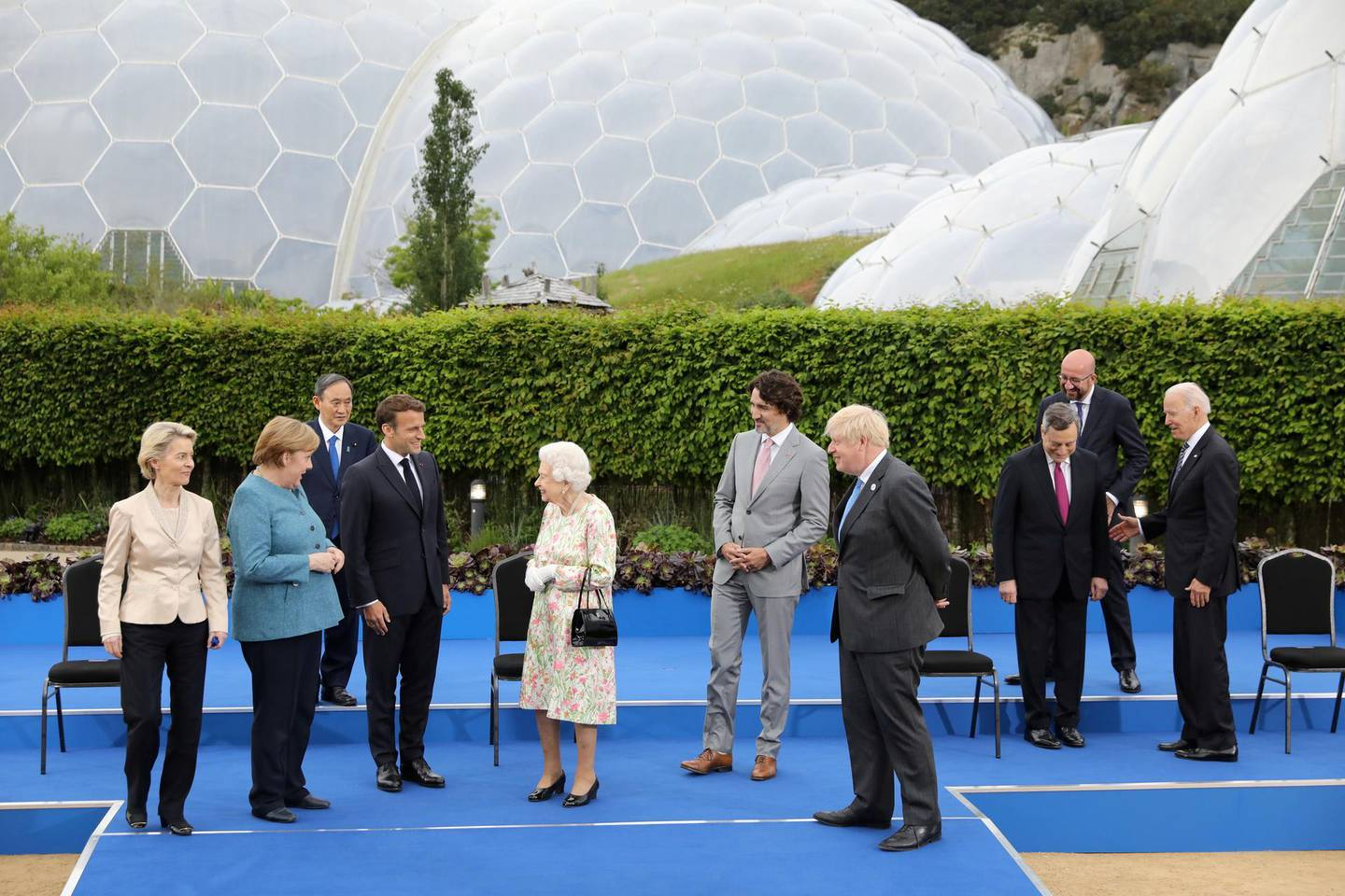 European Commission President Ursula von der Leyen, German Chancellor Angela Merkel, Japan's Prime Minister Yoshihide Suga, France's President Emmanuel Macron with Britain's Queen Elizabeth, Canada's Prime Minister Justin Trudeau,  Britain's Prime Minister Boris Johnson, Italy's Prime Minister Mario Draghi, U.S. President Joe Biden and European Council President Charles Michel prepare for a group photo during a drinks reception on the sidelines of the G7 summit, at the Eden Project in Cornwall, Britain June 11, 2021. Jack Hill/Pool via REUTERS