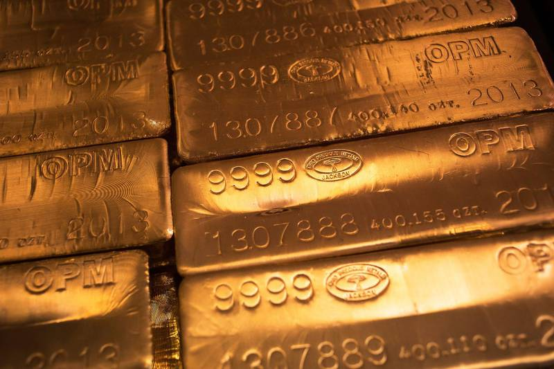 FILE PHOTO: 24 karat gold bars are seen at the United States West Point Mint facility in West Point, New York June 5, 2013.  REUTERS/Shannon Stapleton/File Photo