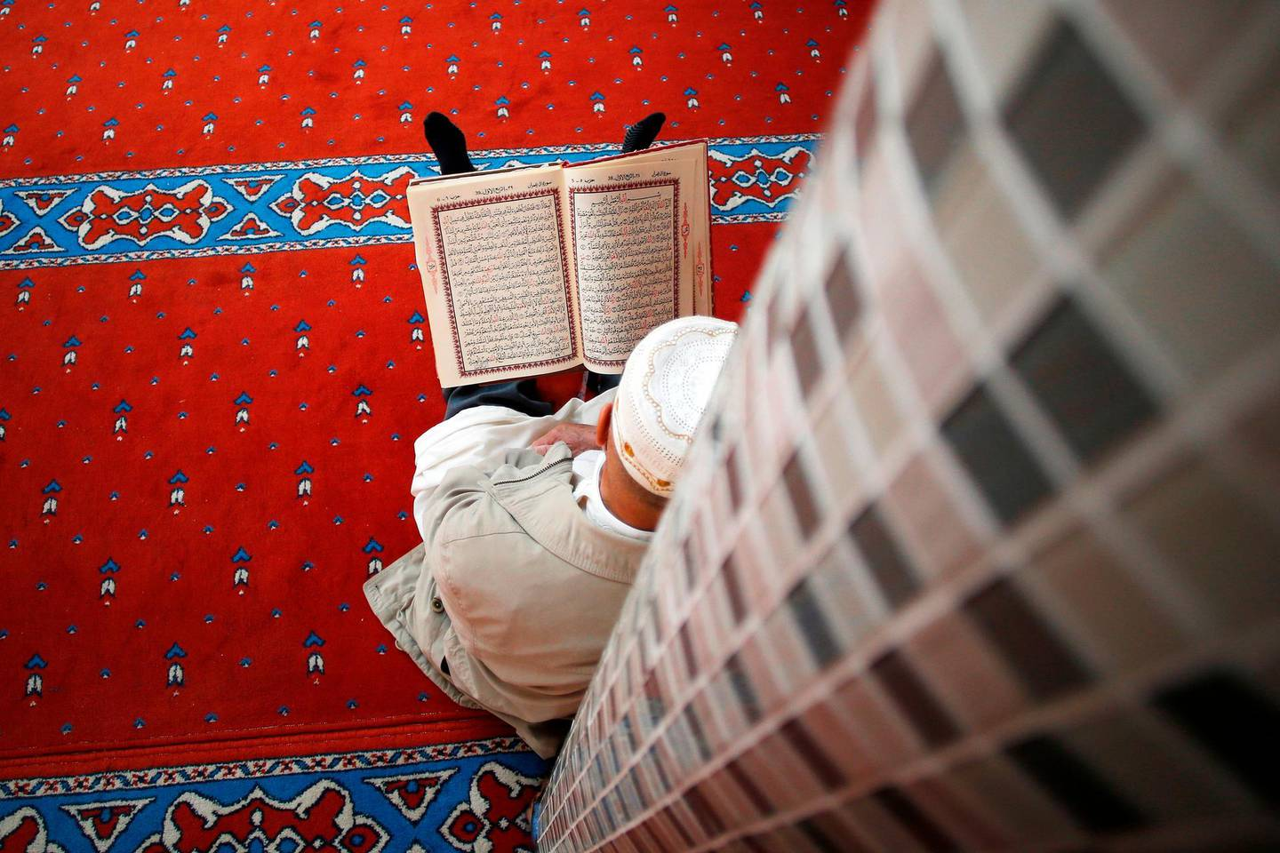 A Muslim prays during the holy month of Ramadan, on May 18, 2018 at the Mosquee Ennour, one of the most important mosquee in the city of Le Havre, northwestern France.  Islam's holy month of Ramadan is calculated on the sighting of the new moon and sees Muslims all over the world fasting from dawn to dusk. / AFP / CHARLY TRIBALLEAU