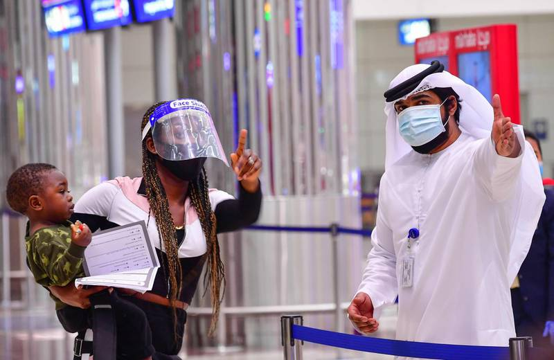 A tourist receives instruction at Dubai airport in the United Arab Emirates on July 8, 2020, as the country reopened its doors to international visitors in the hope of reviving its tourism industry after a nearly four-month closure. / AFP / GIUSEPPE CACACE