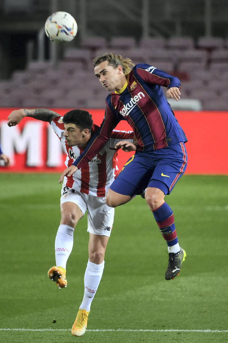 Athletic Bilbao's Spanish defender Ander Capa (L) and Barcelona's French midfielder Antoine Griezmann vie for the ball during the Spanish league football match FC Barcelona against Athletic Club Bilbao at the Camp Nou stadium in Barcelona on January 31, 2021. (Photo by LLUIS GENE / AFP)