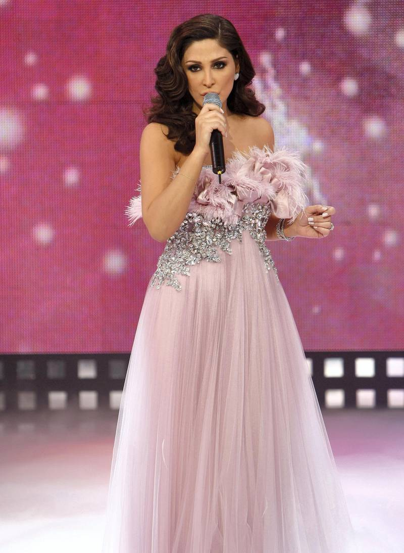 """Lebanese singer Elissa performs during the television talent show """"Mission: Fashion"""" at the studios of the Lebanese Broadcasting Corporation (LBC) in Adma, north of Beirut, late on December 12, 2008. AFP PHOTO/ANWAR AMRO (Photo by ANWAR AMRO / AFP)"""