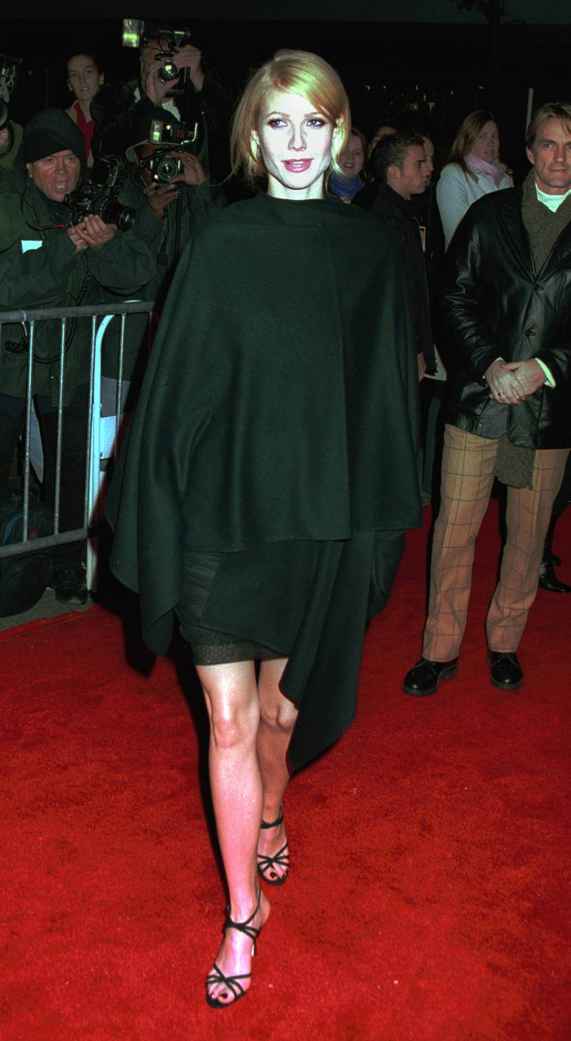 """381970 02: Actress Gwyneth Paltrow attends the premiere of """"Bounce"""" November 15, 2000 at the Ziegfeld theatre in New York City.(Photo by George De Sota/Newsmakers)"""