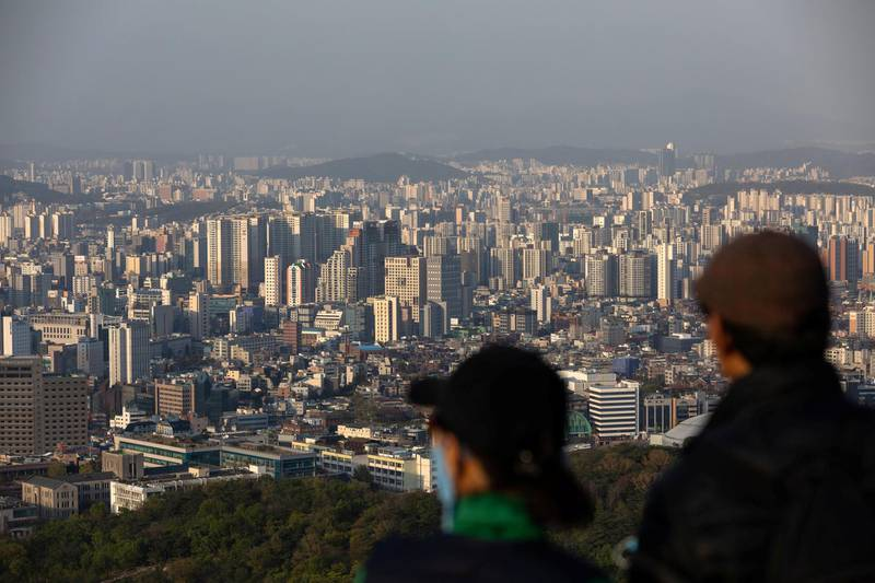 People look out at the city skyline from Mount Namsan in Seoul, South Korea, on Friday, April 24, 2020. South Korea reported six more coronavirus cases for the past 24 hours on Friday. New cases have slowed from a daily peak of more than 900 in late February. Photographer: SongJoon Cho/Bloomberg via Getty Images