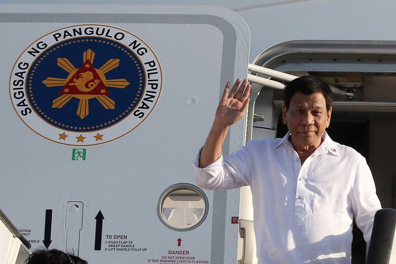 Philippine President Rodrigo Duterte waves upon his arrival at the airport in the capital Amman on September 5, 2018. (Photo by KHALIL MAZRAAWI / AFP)