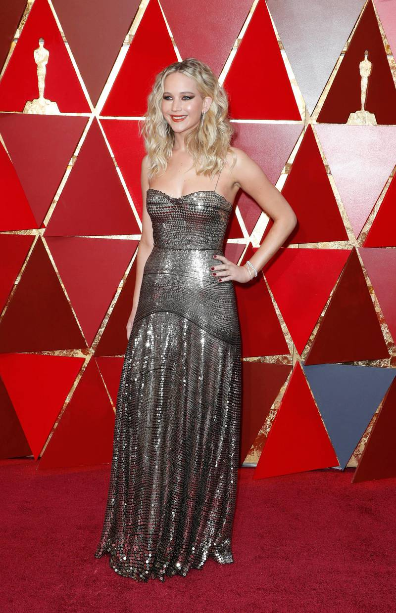 epa06580829 Jennifer Lawrence arrives for the 90th annual Academy Awards ceremony at the Dolby Theatre in Hollywood, California, USA, 04 March 2018. Dress by Dior. The Oscars are presented for outstanding individual or collective efforts in 24 categories in filmmaking.  EPA-EFE/PAUL BUCK
