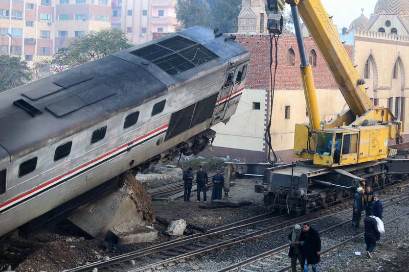 A general view shows the site where a train crashed near Beni Suef some 180 kilometres, south of the capital Cairo, on February 11, 2016. - At least 70 people were injured in Egypt when a passenger train derailed and two of its cars overturned, the health ministry said. (Photo by Samer ABDALLAH / AFP)