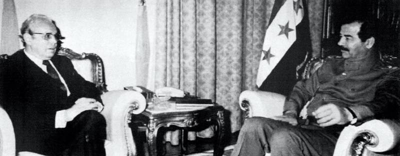 In a picture taken from Iraqi television, UN Secretary General Javier Perez de Cuellar (L)talks with Iraqi President Saddam Hussein during their meeting on January 14, 1991. - De Cuellar is in Bagdad for talks with Hussein to find a peaceful resolution to the Gulfcrisis before January 15 United Nations imposed deadline for the Iraqi withdrawl from Kuwait. De cuellar said that he made no progress in talks wo=itk President Hussein. (Photo by - / various sources / AFP)